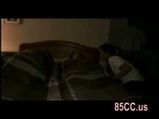 Isteri fucked oleh husbands rakan pada yang katil 01