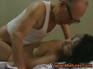 Heet aziatisch babe has rijpere seks