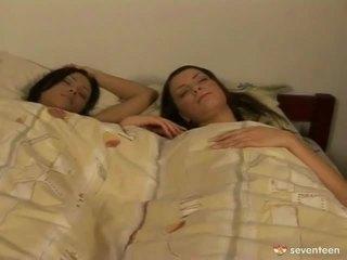 Lesbiete nymphs waking augšup