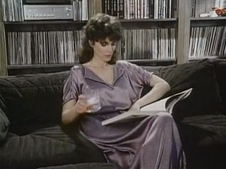 Kay parker follada mientras observando porno