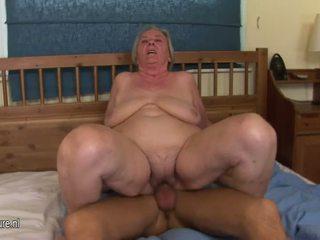 Vecmāmiņa gets a mute pilns no sperma