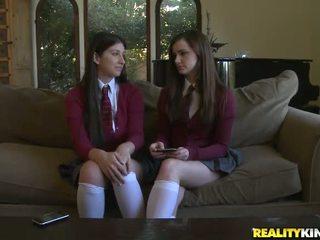 2 adolescentes lily carter e karina branca obter um pila