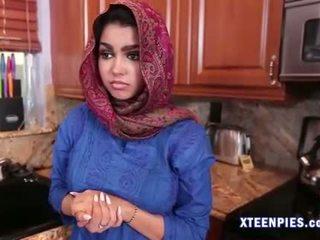 Sexy arab utie ada creampied por grande polla después follando