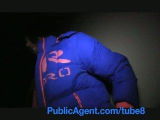 Publicagent anita shows moi son cul puis bends sur et gets baisée pour pognon