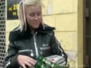 Schattig tsjechisch rondborstig babe alexa stoutmoedig geneukt in een geil video-