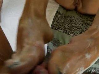 Kelly madison strokes impure cleft și jerks pe o gras knob