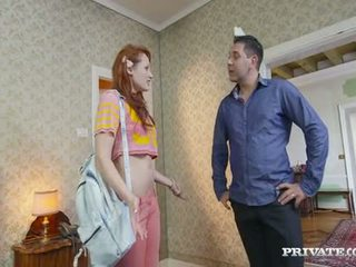 Student emy gets lured in een hotel door de owner
