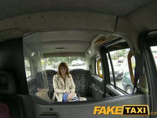Faketaxi - innocent สีแดง หัว gets taxi scamed