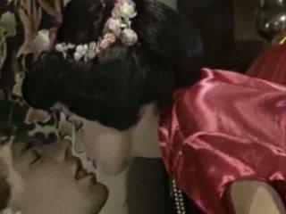 Geisha mengisap penis fantasy