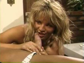 Erica boyer fucks guy terwijl nina hartley sucks hem af - porno video- 801