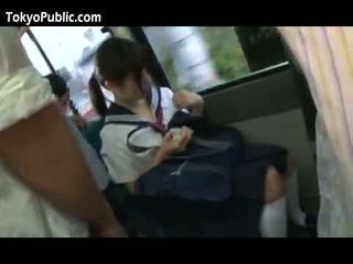 Japonská školní babes dostat cumshots veřejné