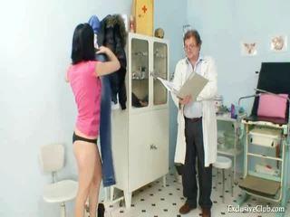 Pavlina gyno muff spekulum investigation auf gynekologenstuhl bei verdorben clinic