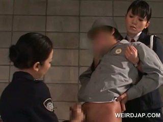 Čurák starved asijské policejní ženy giving honění v vězení