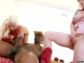 Sensuous Bitches Having Huge Darky Boner And Apples In The Anal