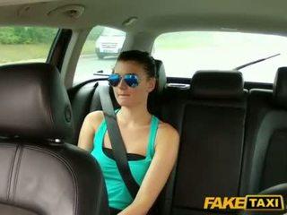 Bela scarlet banged com um cab driver