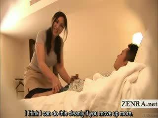 Subtitled Japanese milf masseuse indec...