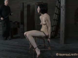 Bounded escrava needs pleasuring
