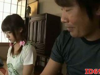 Japonez av model gets fingered