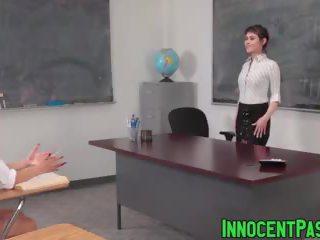 Audrey noir और rose प्रिय ड्रिल्ड द्वारा हॉर्नी टीचर