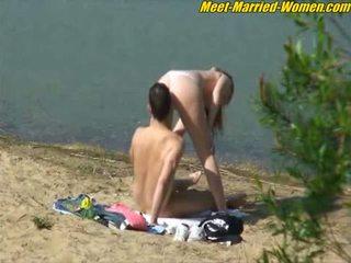 Public amateurs sex dating affair on the beach