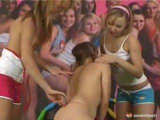 3 vajzat dhe një belt në