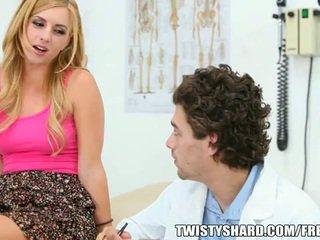 Lexi belle visits hänen lääkäri