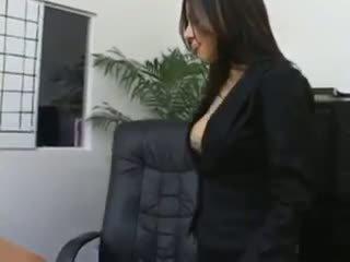 Tajnica sativa rose v najlonke fukanje na ji bosses miza