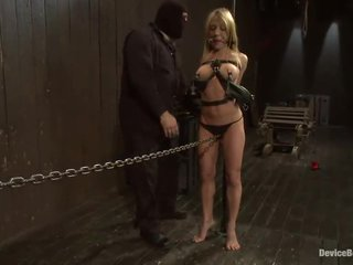 Blonda amy brooke has maro tunnel toyed în sleaze sadism mov