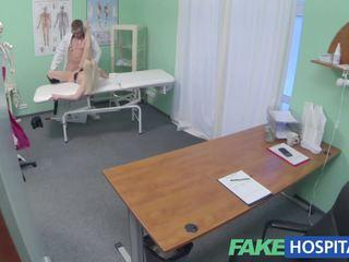 Fake ziekenhuis heet blondine gets de vol doctors behandeling