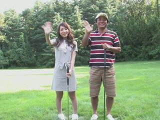 Eager brunette loves zuigen hard lul op de golf cursus