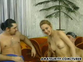Amatir remaja pacar perempuan sucks dan fucks 2 guys