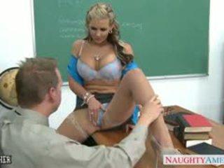 Грудаста краля phoenix marie gets дупа трахкав в класна кімната