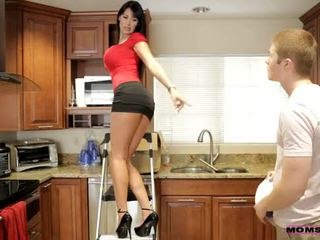 ママ 教える セックス - 彼女の boyfriend jizzed 上の 彼女の ママ ティッツ