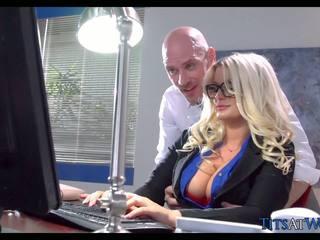 Qirje me thick bjonde sekretare, falas porno 41