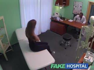 Fakehospital vroče 20s gymnast seduced s doktor in given kremna pita na the izpit miza