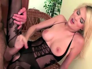 Sekss uz a sheer lacey crotchless ķermenis zeķe