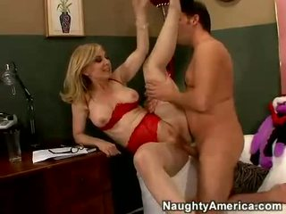 Nina hartley acquires të saj cookie filled me juvenile kuçkë