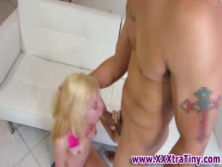 Mažas zylė lieknas blondinė mažutė dulkinimasis
