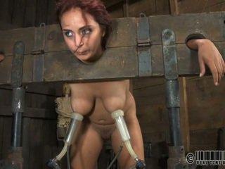Skllav gets ardous rrahje me shkop