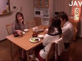 брюнетка, японски, празнене