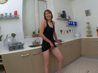 Chloé, francūzieši mājsaimniece fucked uz virtuve