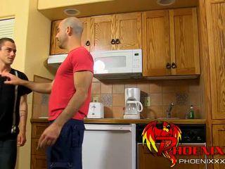 Adam russo en phillip ashton de busboy earns zijn tip!