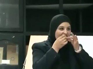 Arab mergaitė puts prezervatyvas nuo burna