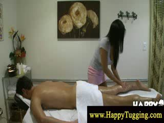 Masseuse gets a duýgy of her new toy