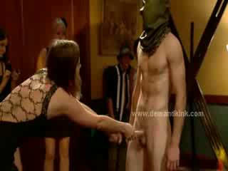 Mann sex sklave im middle von fräulein ritual ist gezwungen bis fick im sado maso femdom