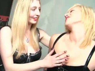 Bdsm vies blondine s in latex oiling sexy bodies