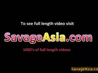 Sexy asiatic adolescenta stripping