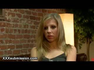 Δεμένος blondie vibed με probation αξιωματικός σε του γραφείο