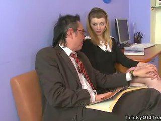 Hooters velho tutor giving lessons