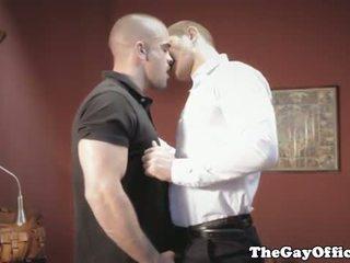 Gayhunks invitar voyeur encima para trío